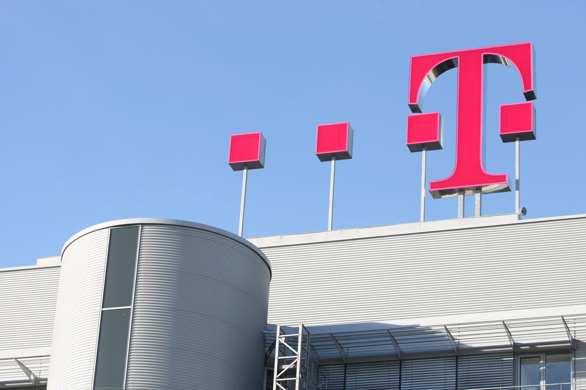 Deutsche Telekom (DTE) PT Set at €18.70 by UBS Group