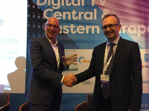 Bill Wijdeveld receives his award from DTVE editor Stuart Thomson