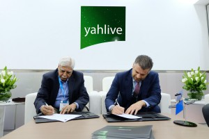 The signing ceremony between Yahlive and EARTH at CABSAT 2017